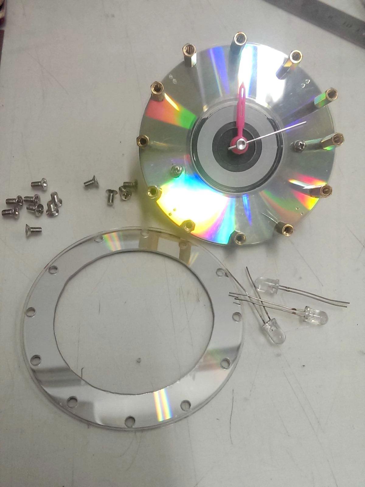 废旧光盘打造个性小闹钟