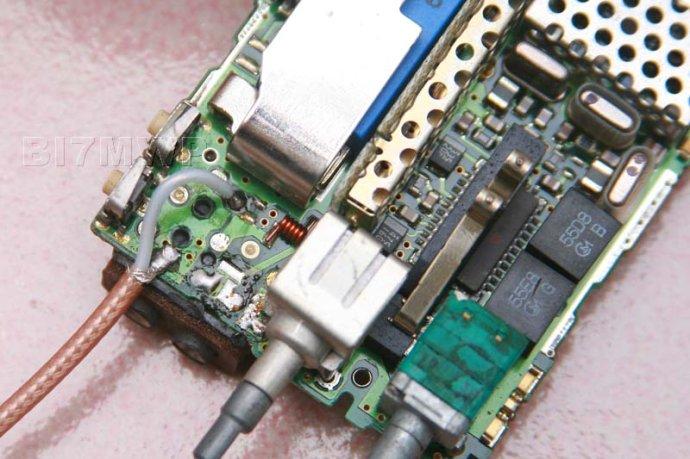 延时可把发射机发射频率加上亚音,图片上的c1815可用同类三级管带换