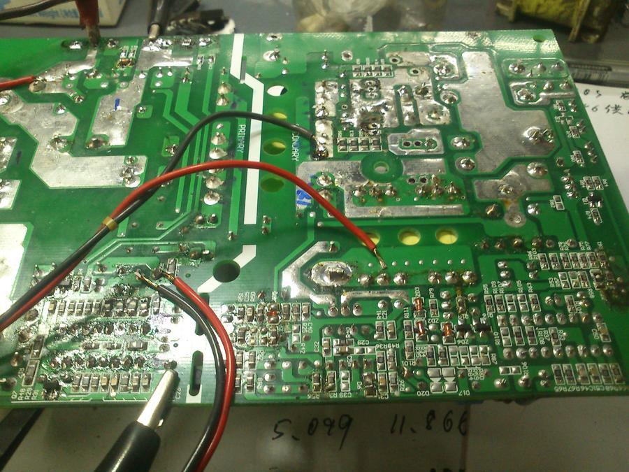 求此电源的故障检测思路: 电源: 铝壳电源KA3846控制IC,低压侧单片机控制,48V6A,锂电池充电器。 上周日给电动车电池充电时,电源指示灯(红)充电指示灯(黄)都亮,平时充电开始5S内风扇开始转, 但这次没太在意,因为电池电耗的几乎没了,以为是预充电,电流小,不至于发热严重。 过了几个小时后发现红灯灭,铝壳烫手。 故障现象: 电源无输出; 处理过程: 1.