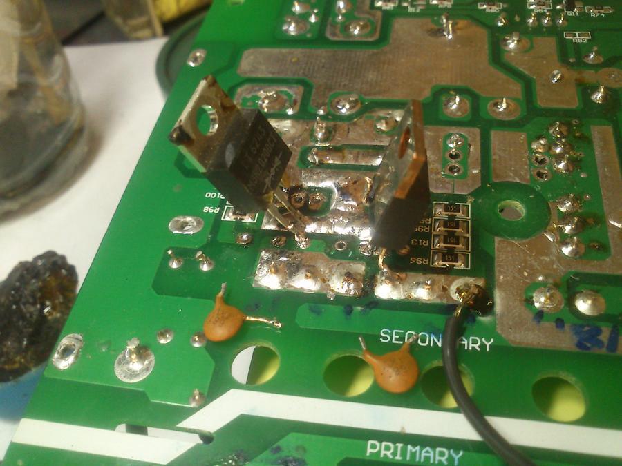 最后附上一张48v to 5v电源电感损坏的照片,这个电源维修贴估计要等一周了,最近小公主太闹没时间写备注。 老大真是厉害,学习了 ,顺便问一下,我60v电动车充电器,空载输出电压为69.7v,我在输出端接了一个72v转24v 3a的开关电源在24v输出哪里加了发热丝。充电器绿灯变红灯测量电压为73v这个正常吗。还有5块12v电瓶充满电应该在72v左右才正常吧,为啥充电器绿灯亮,我拔下充电器打开电动车电源开关,显示电压为66v左右啊。是不是电池有问题 超威12v 20a,电瓶才换没多久生产日期才是2014