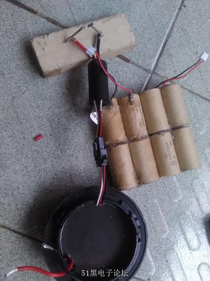 制作大功率等离子高压打火机    先准备一个12v电池组,一个氙气灯的