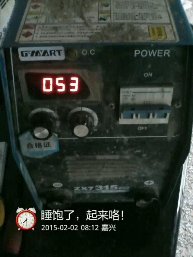 单掷开关作为焊机电源的开关,由于电源接通瞬间或焊条与工件烧牢时,容